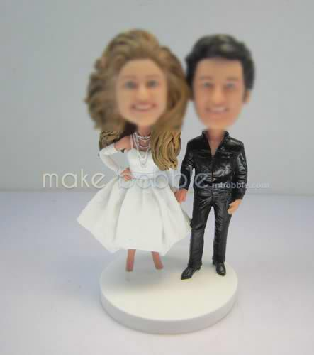 Custom bobbleheads of funny wedding cake